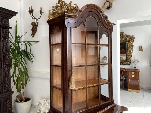 hübsche Barockstil Vitrine Nussholz Glasschrank Bücherschrank A2754