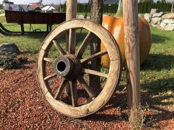 altes uriges Wagenrad, Holzrad, Kutschenrad, Gartendeko X2342