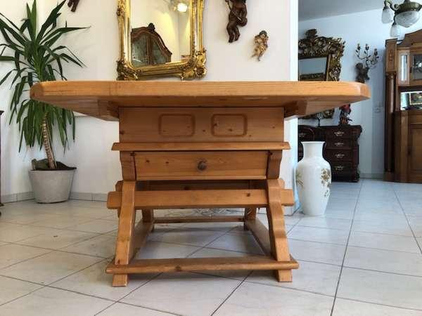 massiver Jogltisch Tisch Bauerntisch Landhaustisch Naturholz Z1088