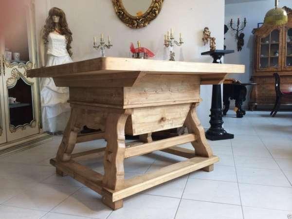 massiver Jogltisch Bauerntisch Naturholz Fichte Hüttentisch 120 x 120 RoB1001