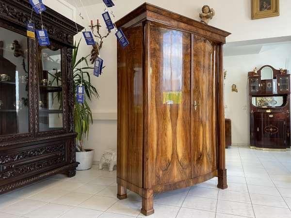 restaurierter Empire Säulen Schrank Kleiderkasten Nussholz A2700