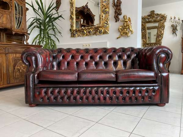 traumhaftes Chesterfield 3er Clubsofa Diwan Couch Oxblood E1805
