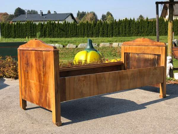 elegantes Biedermeier Einzelbett Nussholz X2362