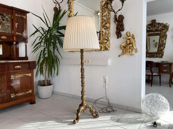 Stehlampe Antikstil Holz reich beschnitzt Klassizismus E1846