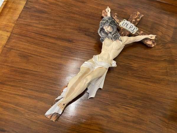 Porzellankreuz Kruzifix Wandkreuz Jesus INRI A1013