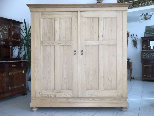 bäuerlicher Garderobenschrank Naturholz Fichtenholz Kleiderkasten E1242