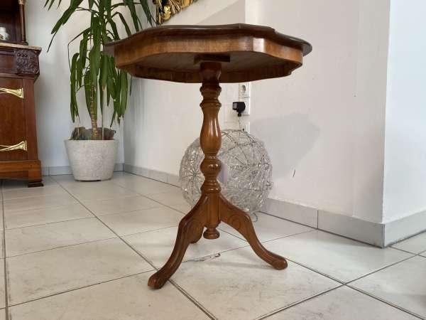 hübsches zierliches Tischerl Barockstil Beistelltisch E2107