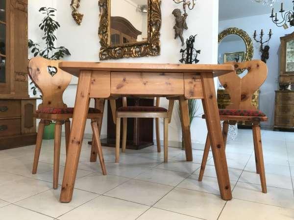 urige Zirbenholz Bauerntisch 3 Sessel Sitzgruppe Bauernstube W3422