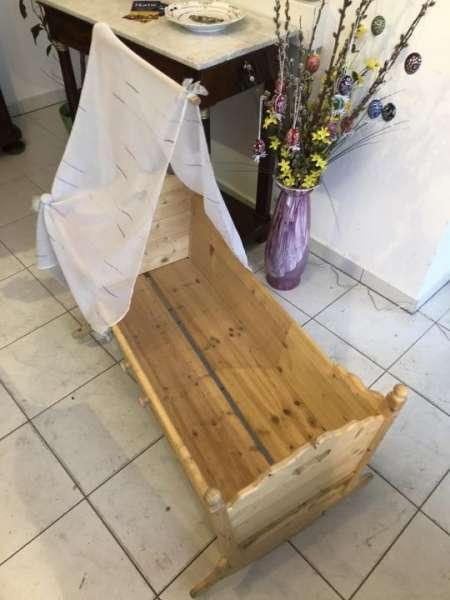 Naturholz Kinderbett Wiege Fichtenholz neuwertige Tischlerarbeit - X1359